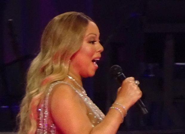 Mariah Carey dała ostatni koncert w Caesar's Palace w Las Vegas. Dzięki jej skąpym strojom widzimy, że gwiazda przybrała na wadze.