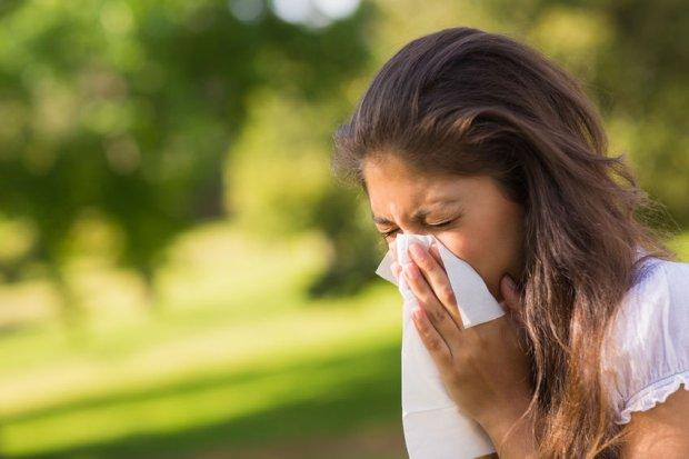 Prawda czy mit. Hamowanie kichnięcia uszkodzi słuch