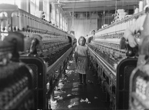 Rok 1908, mała pracownica fabryki w Południowej Karolinie.