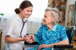 Co si� nale�y starszym i ich opiekunom