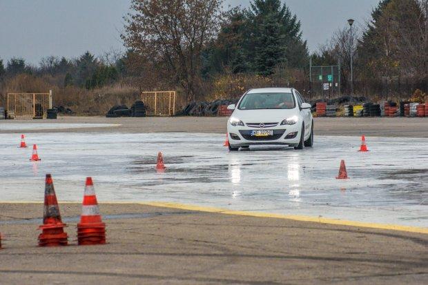 Po�lizg, dachowanie, hamowanie - lekcja pokory dla kierowcy