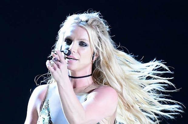 Britney Spears jest jedną z tych gwiazdek, które przyzwyczaiły publiczność do śpiewania z playbacku. Gdy w końcu postanowiła zaśpiewać na żywo, efekt był zaskakujący.
