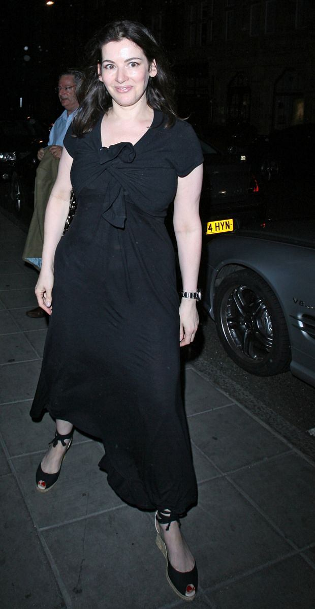 PICTURE BY : SPILLER / MATRIXPHOTOS.COM PLEASE CREDIT ALL USAGES NO DIGITAL USE WITHOUT NEGOTIATION Nigella Lawson pictured arriving at the Scotts restaurant, wearing the same dress and shoes that she had worn at the Locanda Locatalli restaurant the night before. London. UK. 5TH AUGUST 2009 JOB: 73545 TEL: (+44) 207 324 6060