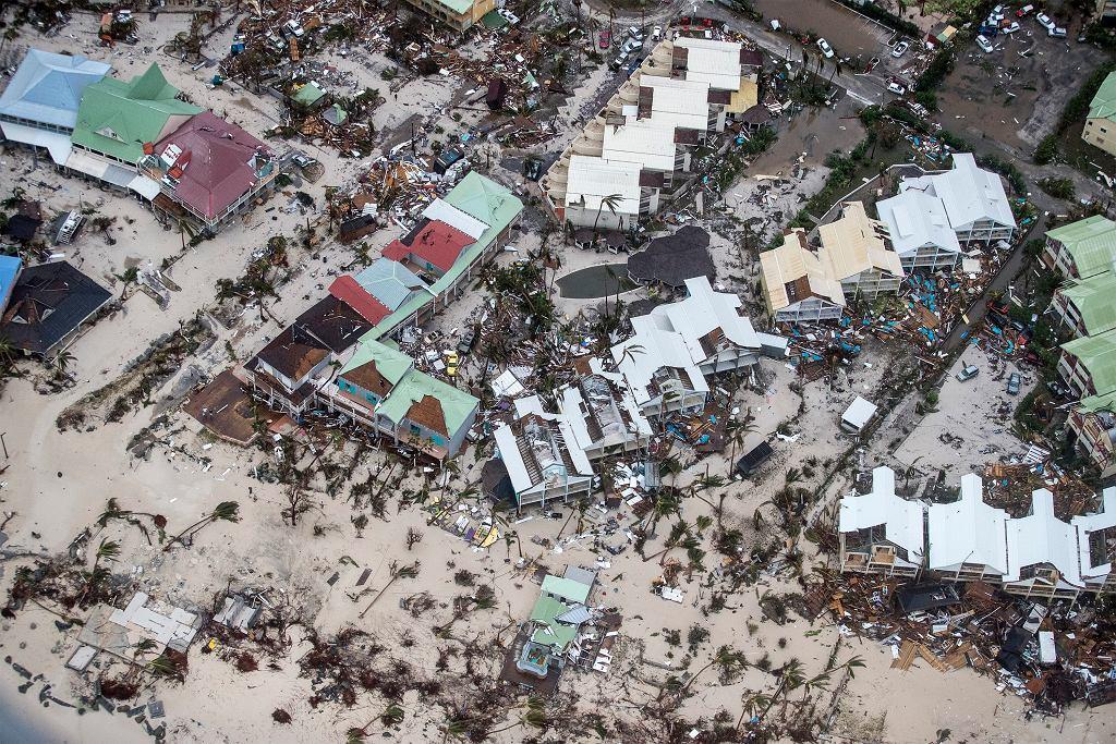 Zdjęcia holenderskiego ministerstwa obrony obrazujące skalę zniszczeń po przejściu huraganu Irma w holenderskiej części wyspy St. Maarten