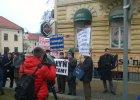 """Poroszenko w Lublinie. Protest kresowiak�w: """"UPA=SS"""" [WIDEO]"""