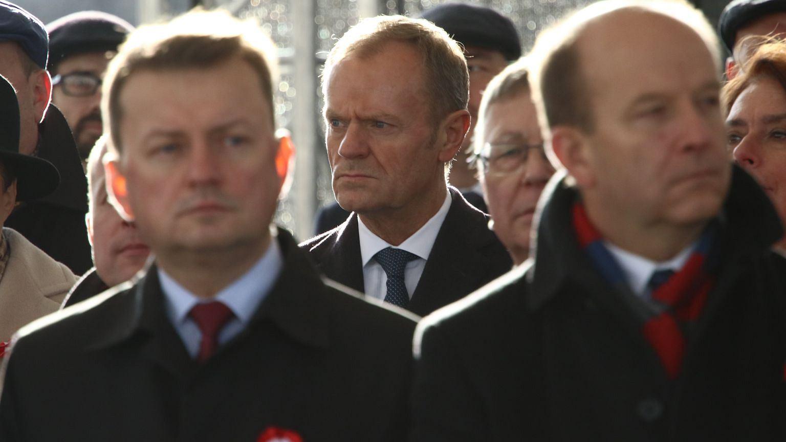 Donald Tusk w drugim szeregu za politykami PiS w Święto Niepodległości 11 listopada