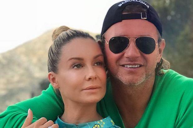 """Małgorzata Rozenek-Majdan wrzuciła na Instagram zdjęcie z Radosławem. Internautka zwróciła uwagę, że """"coś przebija mu na spodniach"""". Komentarz Rozenek jest mistrzowski."""