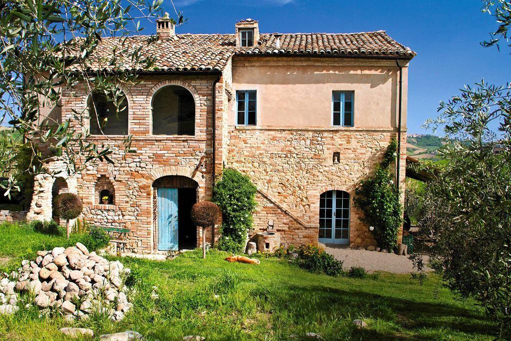 Wiejski dom z cegły i kamienia