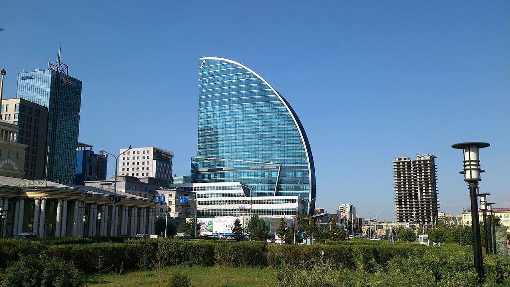 Blue Sky Tower w Ułan Bator (fot. Romert / wikimedia.org / CC BY-SA 4.0)