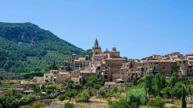 Valldemossa - niewielka miejscowość wśród gór Sierra de Tramuntana na Majorce