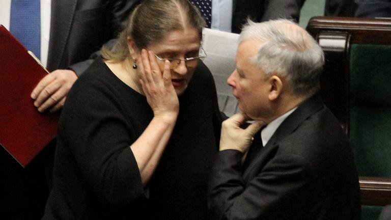 Wyborcze listy PiS. Wypa�� mo�na za ksi��k� lub nielojalno��. A Paw�owicz mo�e ''wzi���'' mandat, cho� ''prezes straci� cierpliwo��''