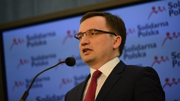 Zbigniew Ziobro, minister sprawiedliwości w rządzie PiS, wczoraj w Sejmie. Komisja odpowiedzialności konstytucyjnej będzie chciała uznać, że Ziobro naruszył prawo co najmniej w czterech punktach