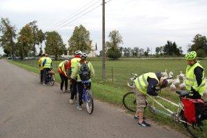 Niewidomi na rowerach zwiedzają Polskę. Pomaga im w tym fundacja z Malborka