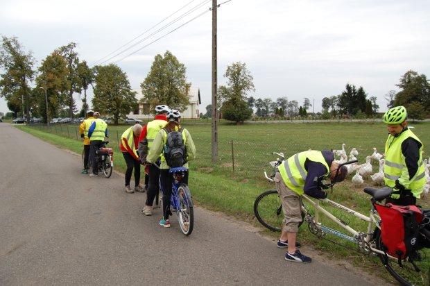 Niewidomi na rowerach zwiedzaj� Polsk�. Pomaga im w tym fundacja z Malborka