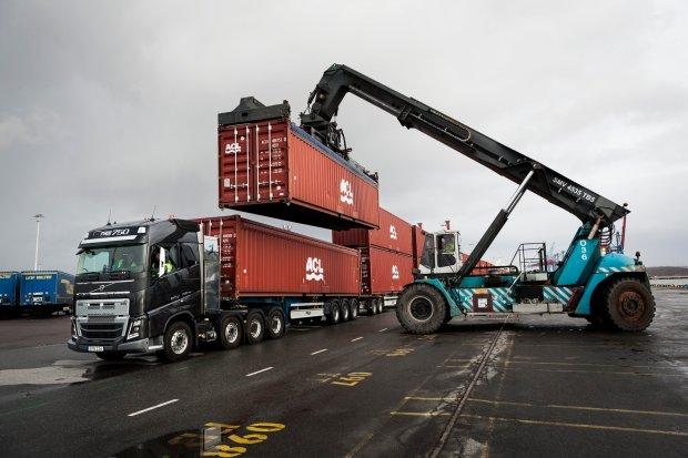 Wideo | Volvo FH16 | 20 przyczep i 750 ton