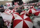 ''Nie dla chaosu w szkole''. Tysiące nauczycieli przeszły przez Warszawę. Są przeciwko rządowej reformie