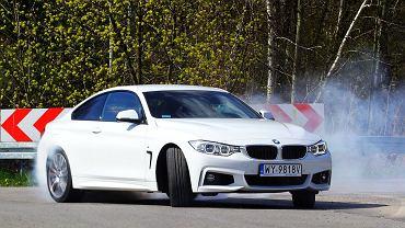 Idealnie wyważony. BMW 435i znakomicie nadaje się do jazdy w poślizgu.