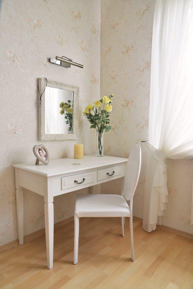 Meble pokojowe toaletka dobrym pomysłem jest stolik z szufladkami