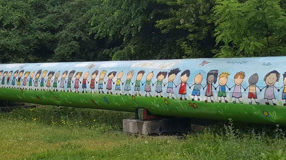 Targ wek na mural wr ci y ciemnosk re dzieci 39 nie for Mural ursynow