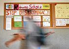 Gimnazjaliści robią wystawę o tolerancji. Na zdjęciach Biedroń, Grodzka, Wurst... Narodowcy protestują i dyrekcja zwija plakaty