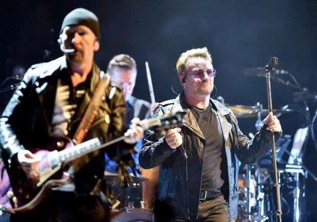 Duża niespodzianka czekała fanów, którzy wybrali się na koncert U2 w Seattle. Na scenie do Irlandczyków w pewnym momencie dołączyli Eddie Vedder z Pearl Jam oraz muzycy Mumford and Sons.