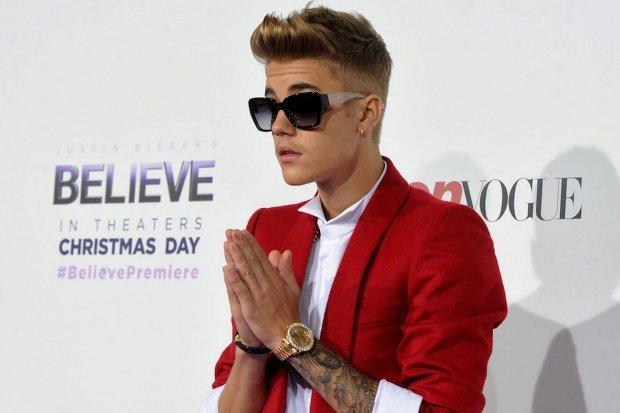 """Justin Bieber wynajął jedno z nowojorskich kin, aby wraz ze znajomymi obejrzeć """"Sekretne życie zwierzaków domowych"""". Ta rozrywka kosztowała nie mało, ale kto bogatemu zabroni?"""