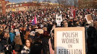 Strajk kobiet na pl. Solidarności w Szczeicnie