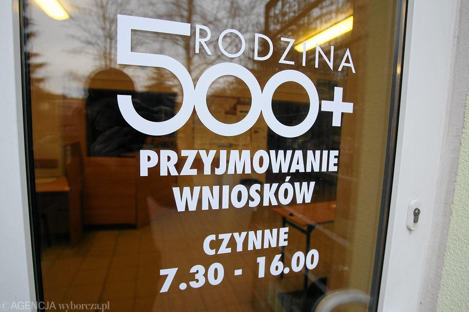 Flagowy program rządu PiS: 500+. Centrum Świadczeń w Szczecinie