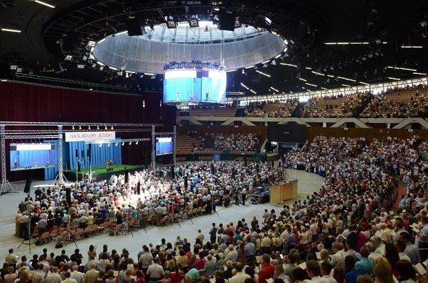 Tysiące świadków Jehowy obraduje w Spodku