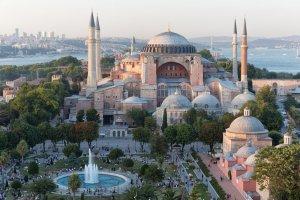 Jedna z najważniejszych budowli na świecie. Hagia Sophia - bazylika w otoczeniu minaretów