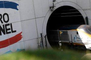 Skacz� koszty ochrony tunelu w Calais z powodu emigrant�w