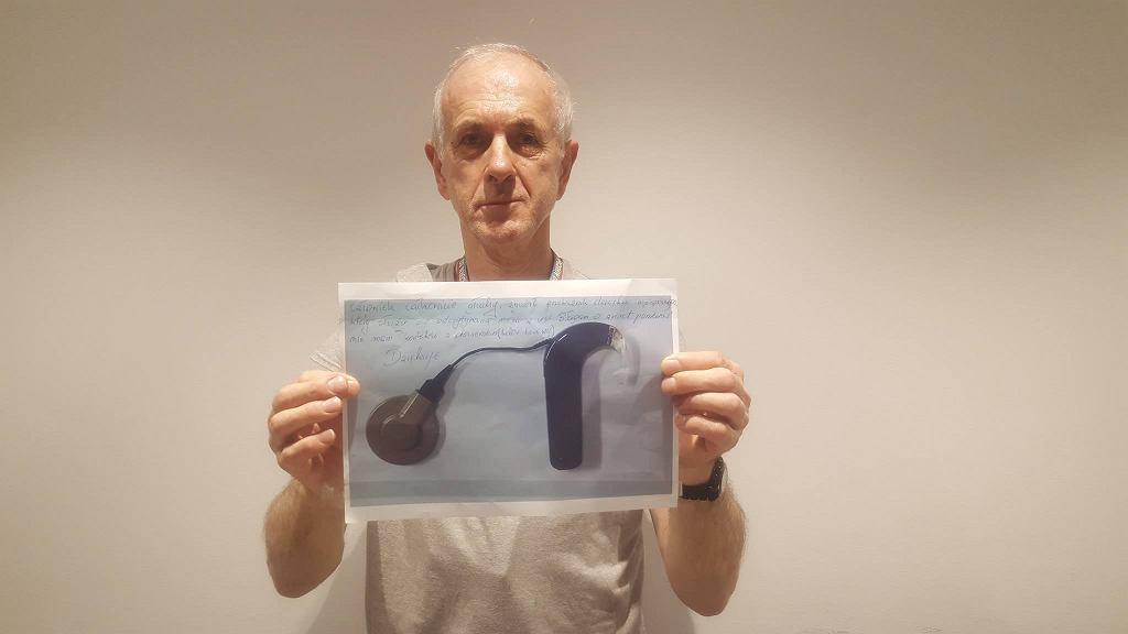 Pan Ryszard szuka przekaźnika dźwięku implantowego