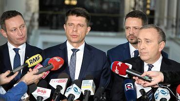 Wspólna konferencja PO i Nowoczesnej ws. kandydatów na prezydenta Warszawy, na zdjęciu od lewej: Paweł Rabiej, Ryszard Petru, Rafał Trzaskowski i Grzegorz Schetyna.