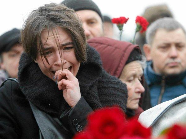 ''Putin zabił naszego przyjaciela''. Tłum na miejscu zbrodni. Wielkie emocje po śmierci opozycjonisty