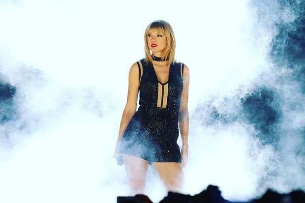 Podczas nowojorskiego koncertu z okazji nadchodzących świąt Bożego Narodzenia nie zbrakło atrakcji. Ed Sheeran, Demi Lovato,  Charilie Puth... Ale najbardziej spektakularny występ należał do innej słynnej gwiazdy świata muzyki. To właśnie Taylor Swift zdobyła swoim koncertem serca publiczności.