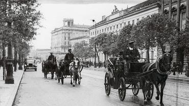 Krakowskie Przedmieście z Hotelem Bristol w tle