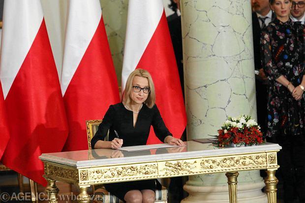 Rekonstrukcja rządu PiS. Nowa minister finansów Teresa Czerwińska podpisuje akt powołania. Warszawa, Pałac Prezydencki, 9 stycznia 2018