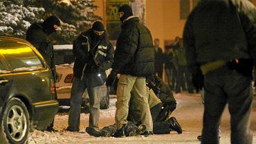 W 2010 roku policja zorganizowała zasadzkę na grupę okradającą kantory. W czasie akcji pod Opolaninem właściciel kantoru zastrzelił jednego z napastników. Takich wydarzeń w Opolu jest jednak niewiele.