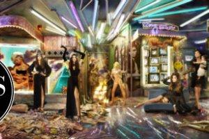 Kartka �wi�teczna Kardashian�w autorstwa s�ynnego Davida LaChapelle - w dobrym gu�cie...?