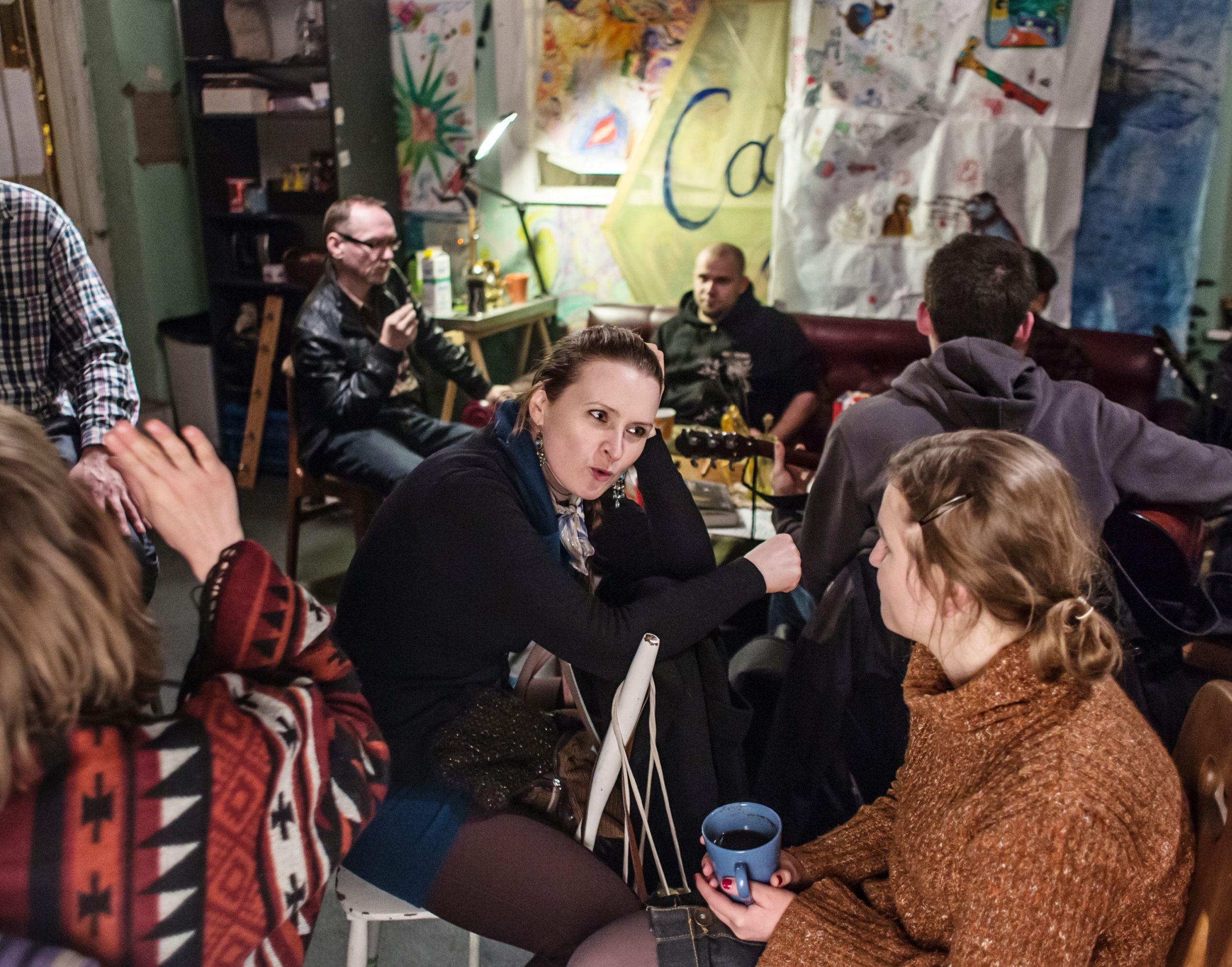 Fińczycy w swoim żywiole, czyli: rozmawiają (fot. Mateusz Skwarczek / Agencja Gazeta)