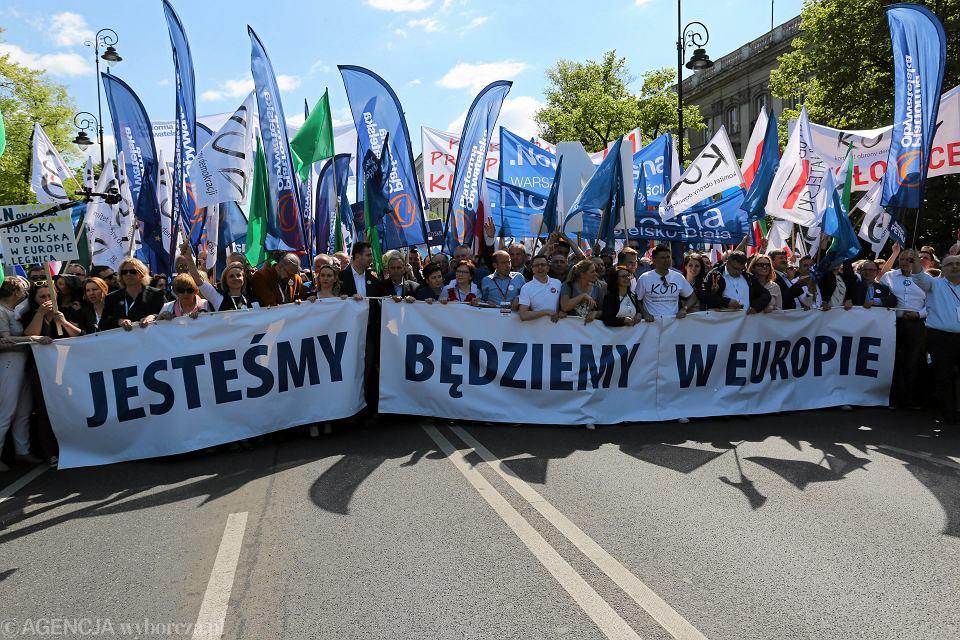 Marsz KOD i opozycji w Warszawie