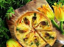 Tarta z�faszerowanymi kwiatami cukinii - ugotuj