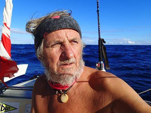 Romuald Koperski na łodzi Pianista dopłynął do brzegu wyspy Tobago.