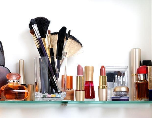 Wyj�tkowo Perfekcyjna Pani domu: jak uporz�dkowa� �azienkowe p�ki? Redukujemy kosmetyki!