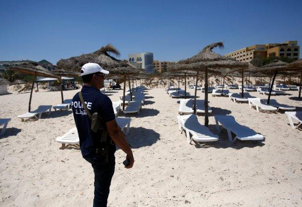 Tunezja nie jest w tym roku najlepszym miejscem na wakacje. Biura podr�y zrozumia�y to dopiero teraz