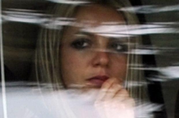 Kevin Federline chce od Britney Spears więcej pieniędzy na wychowywanie synów. Żąda aż trzykrotnego podwyższenia alimentów. Wokalistka jest ponoć załamana tym, że sprawa sprzed lat wraca.