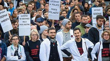 25 października 2017 r. Protest lekarzy rezydentów na placu Wolności w Poznaniu