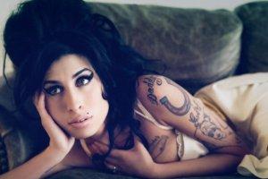 Amy Winehouse - jak stworzy�a sw�j charakterystyczny i kopiowany na ca�ym �wiecie wizerunek?
