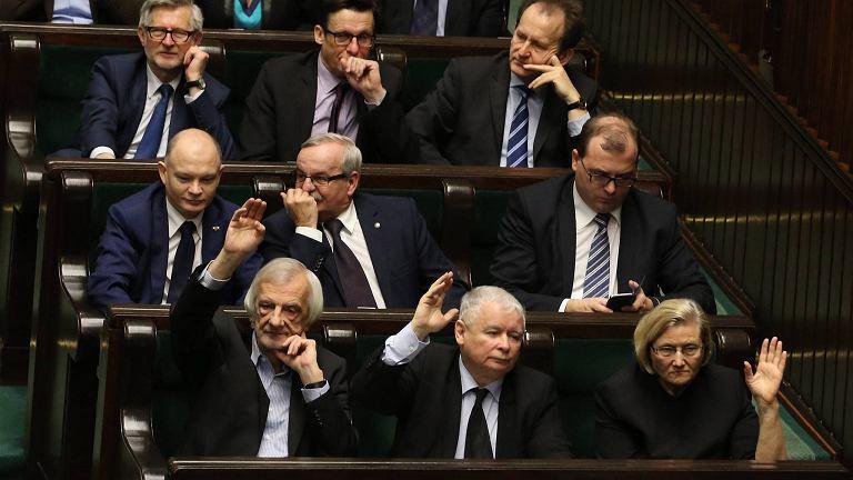 Posłowie PiS podczas głosowania