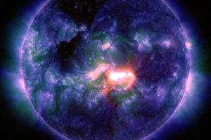 Po najsilniejszym w tym roku rozbłysku na Słońcu w stronę Ziemi zmierza chmura plazmy